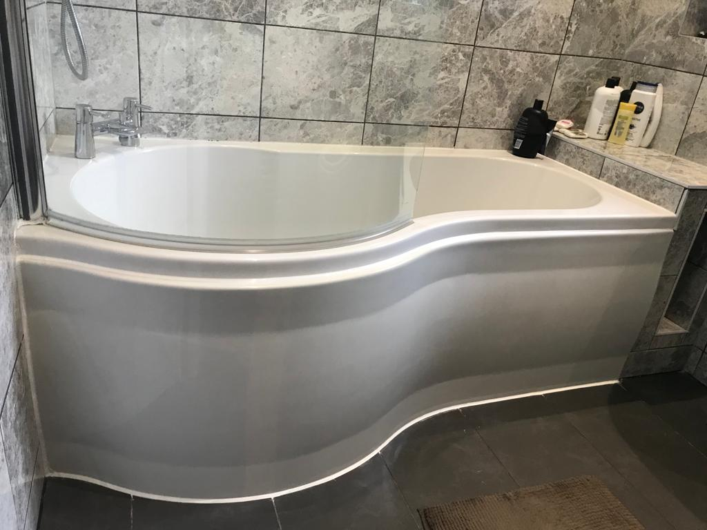 A-Z Clean Repair bath silicone replacement and panel reinstatement. (7)